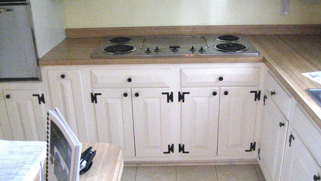 White Cabinets with Dark Cabinet Hardware and Cabinet ...