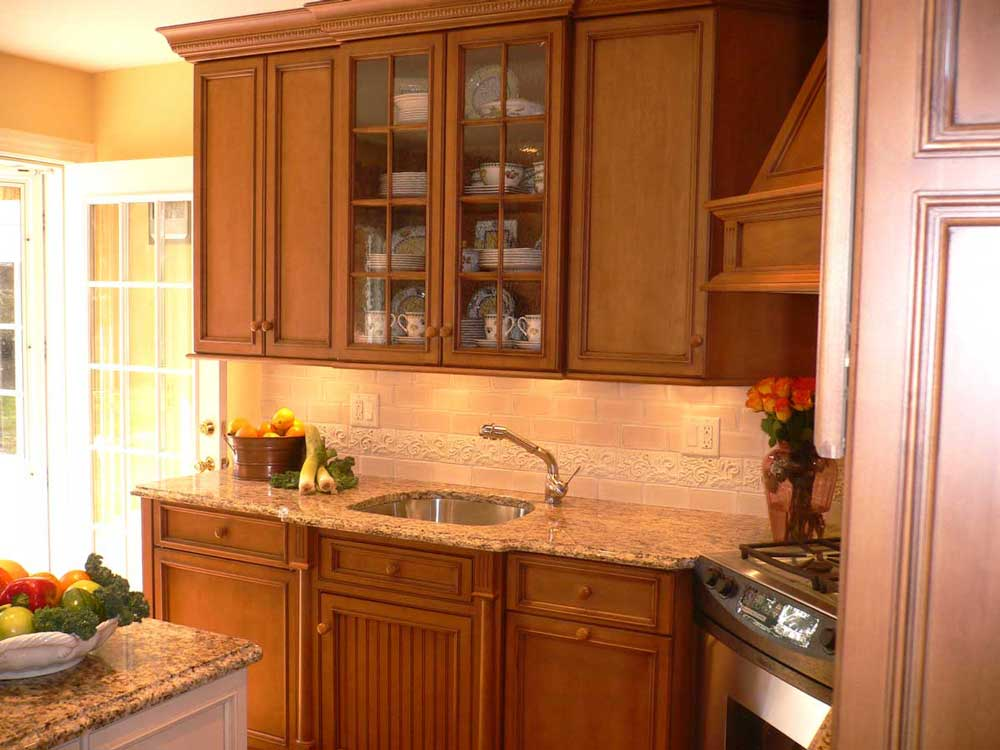 Maple kitchen cabinets with granite countertops inside a traditional colonial home in Wilmington, Delaware.