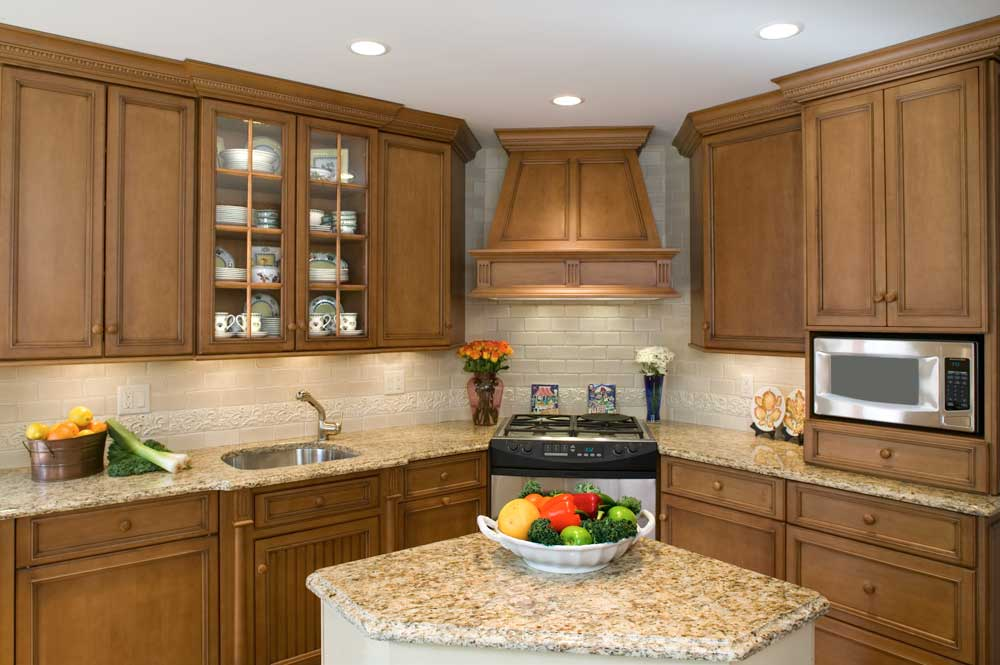 Traditional kitchen complete with maple kitchen cabinets and compact designs ideas for a flawless remodel